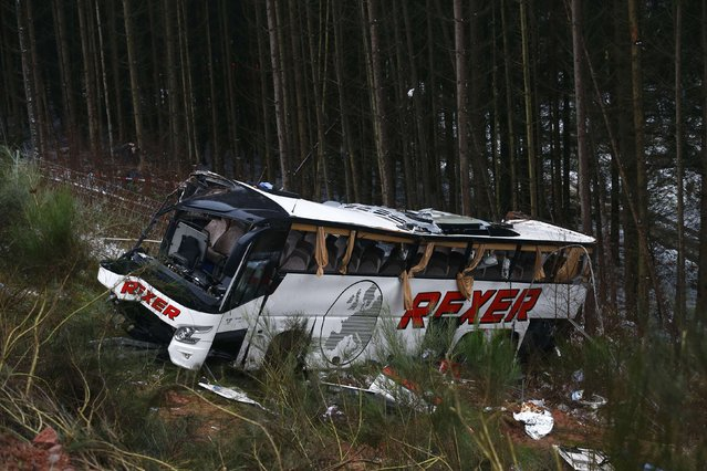 A bus that crashed on a slope next to the A4 motorway is pictured near the town of Bad Hersfeld, December 30, 2014. The bus, carrying pensioners from Baden-Wuerttemberg to Leipzig, lost control and veered off the road after a car crashed into it on Tuesday. Four people died and several dozen were injured in the accident, police said. (Photo by Ralph Orlowski/Reuters)