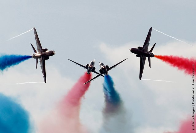 Red Arrows perform the Gypo Split