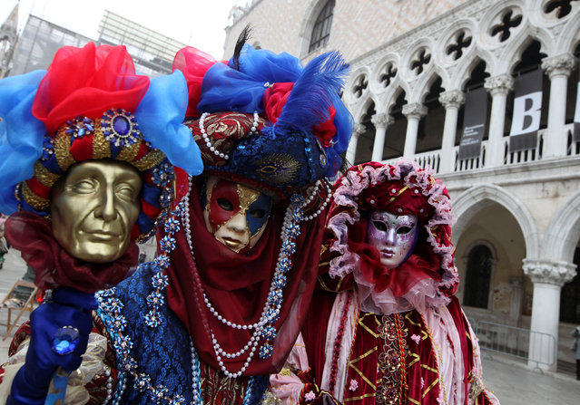 Masked revellers pose during the Venice Carnival in Venice, Italy February 17, 2017. (Photo by Fabrizio Bensch/Reuters)