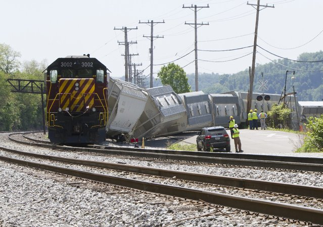 Investigators survey a freight train derailment involving at least 10 cars which left the tracks in Pittsburgh, Pennsylvania May 14, 2015. No injuries and no hazardous materials were involved, a railway spokesman said. The incident comes two days after an Amtrak passenger train derailed in Philadelphia, killing seven people. (Photo by John Altdorfer/Reuters)