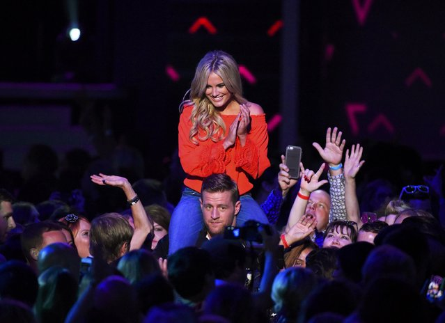 Show hosts Erin Andrews and J.J. Watt walk through the audience during the 2016 CMT Music Awards in Nashville, Tennessee U.S. June 8, 2016. (Photo by Harrison McClary/Reuters)