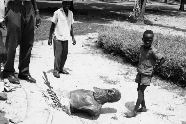 In this May 6, 1961, file photo, the bust of former Belgian King Leopold II (1835-1909) lies on the ground on the Avenue General De Gaulle in Stanleyville, Congo. With the protests sweeping the world in the wake of the killing of George Floyd in Minneapolis, King Leopold II, who reigned from 1865 to 1909, is now increasingly seen as a stain on the nation. (Photo by AP Photo/File)