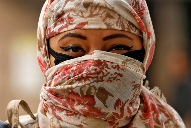 A woman walks with her face covered with a scarf and a face mask on a smoggy day in New Delhi, November 13 2017. (Photo by Saumya Khandelwal/Reuters)