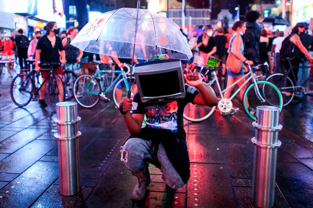 A demonstrator uses a TV case as a facemask during a protest to demand justice for Daniel Prude, on September 3, 2020 in New York City. Protests were planned in New York September 3 over the death of Daniel Prude, a black man that police hooded and forced face down on the road, according to video footage that prompted a probe from the state's attorney general. (Photo by Kena Betancur/AFP Photo)