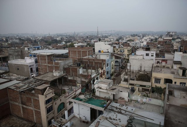 General view of a neighbourhood next to the abandoned former Union Carbide pesticide plant in Bhopal November 15, 2014. (Photo by Danish Siddiqui/Reuters)