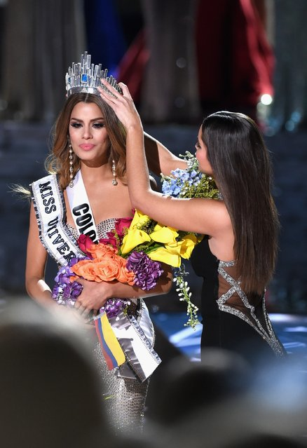 Miss Colombia 2015, Ariadna Gutierrez (L), reacts as she is crowned by Miss Universe 2014, Paulina Vega. Miss Colombia 2015, Ariadna Gutierrez, was incorrectly named Miss Universe instead of First Runner-up 2015 during the 2015 Miss Universe Pageant at The Axis at Planet Hollywood Resort & Casino on December 20, 2015 in Las Vegas, Nevada. (Photo by Ethan Miller/Getty Images)
