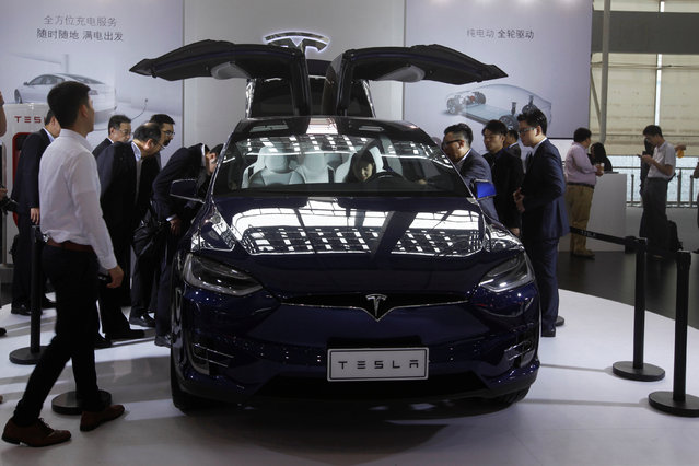 Visitors surround a Tesla Model X at China (Guangzhou) International Automobile Exhibition in Guangzhou, China November 18, 2016. (Photo by Bobby Yip/Reuters)