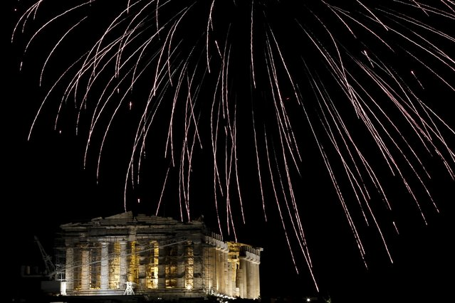 Fireworks explode over the temple of the Parthenon atop Acropolis hill during New Year's day celebrations in Athens, Greece, January 1, 2016. (Photo by Alkis Konstantinidis/Reuters)