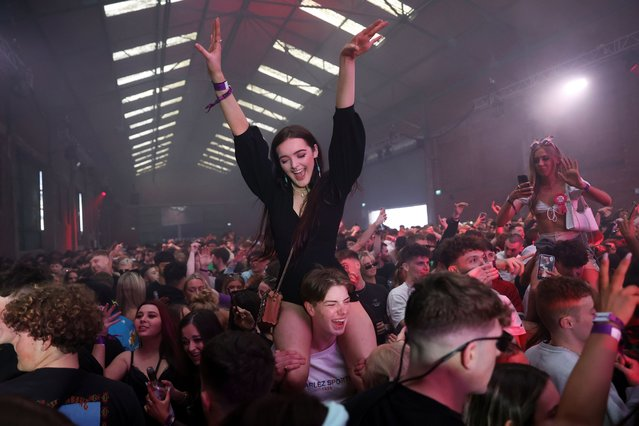 People enjoy their time at a nightclub, as part of a national research programme assessing the risk of the coronavirus disease (COVID-19) transmission, in Liverpool, Britain on April 30, 2021. (Photo by Carl Recine/Reuters)