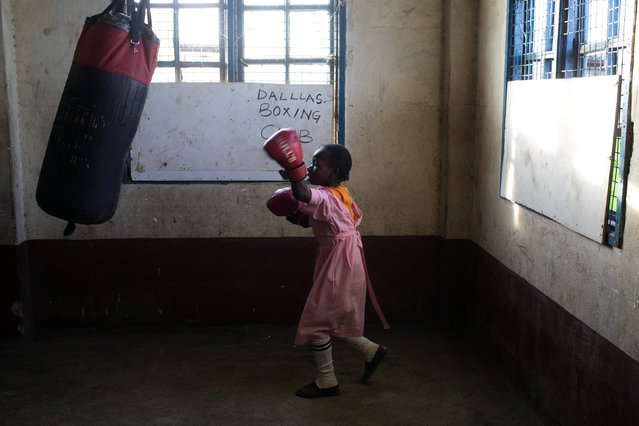 A girl practices boxing at a local gym for disadvantaged youth in Kamukunnji, Nairobi February 23, 2015. REUTERS/Siegfried Modola (KENYA - Tags: SPORT SOCIETY TPX IMAGES OF THE DAY)
