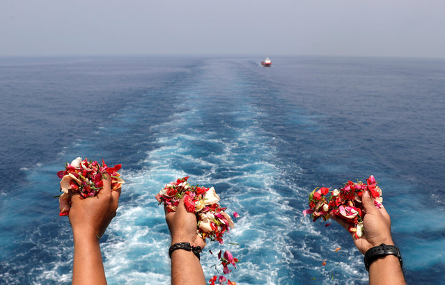 Families and colleagues of passengers and crew of Lion Air flight JT610 throw flowers and petals from the deck of Indonesia Navy ship KRI Banjarmasin as they visit the site of the crash to pay their tribute, at the north coast of Karawang, Indonesia on November 6, 2018. (Photo by Reuters/Beawiharta)