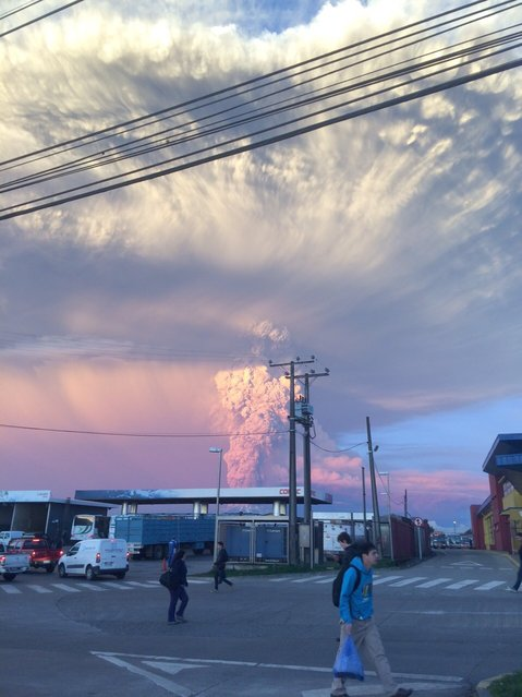 View from Puerto Varas, southern Chile, of a high column of ash and lava spewing from the Calbuco volcano, on April 22, 2015. Chile's Calbuco volcano erupted on Wednesday, spewing a giant funnel of ash high into the sky near the southern port city of Puerto Montt and triggering a red alert. (Photo by Giordana Schmidt/AFP Photo)