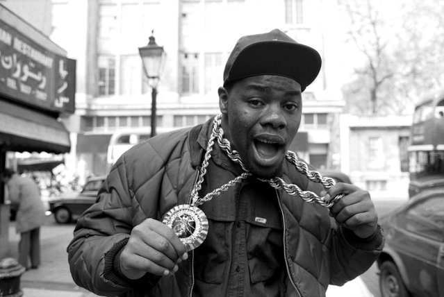 American rapper and actor, Biz Markie, near the offices Warner Bros. Records (owners of his record label, Cold Chillin'), Wrights Lane, Kensington, London, 6th April 1988. (Photo by David Corio/Michael Ochs Archives/Getty Images)