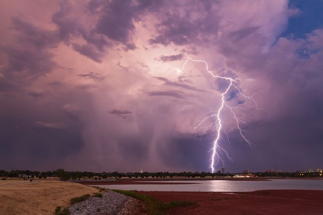 Super-cell thunderstorms, whirling tornados and lightning bolts illuminating the sky – these photos capture the terrifying brilliance of American storms. (Photo by Brandon Goforth/Solent News & Photo Agency)