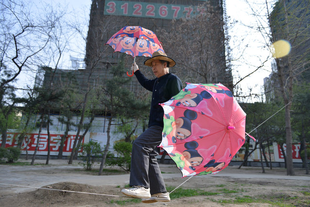 Retired factory worker Liu Guoyuan, 68, practices tightrope walking near a construction site in Shenyang, Liaoning province, China April 27, 2016. (Photo by Reuters/Stringer)