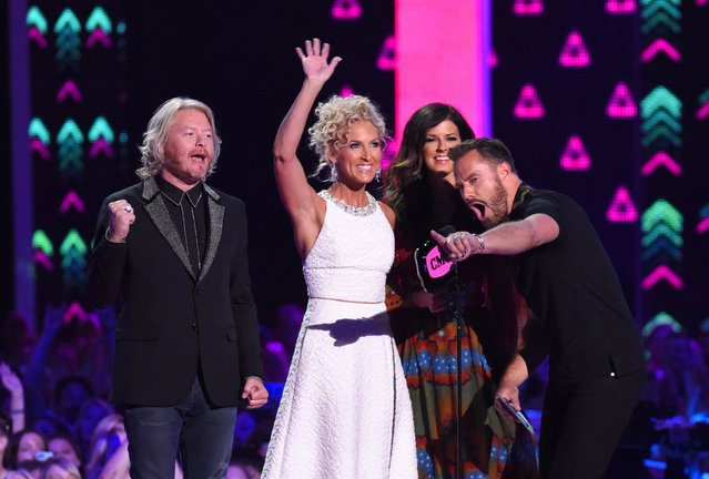"Little Big Town accept the award for Group/Duo Video of the Year for ""Girl Crush"" at the 2016 CMT Music Awards in Nashville, Tennessee, U.S. June 8, 2016. (Photo by Harrison McClary/Reuters)"