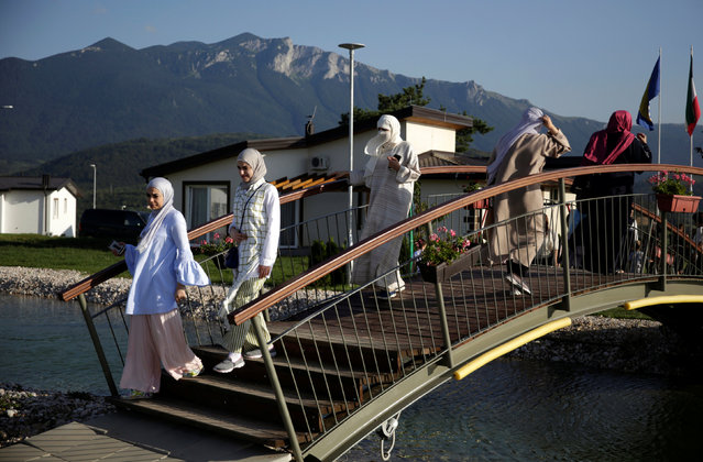 Tourists from the Middle East walk through Sarajevo Resort in Osenik near Sarajevo, Bosnia and Herzegovina, August 10, 2016. (Photo by Dado Ruvic/Reuters)
