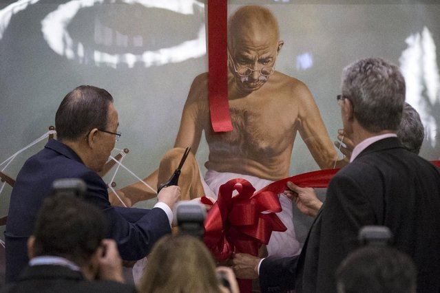 U.N. Secretary General Ban Ki-moon cuts the ribbon on a painting of Mahatma Gandhi during a special event on the occasion of the International Day of Non-Violence, organized by the Permanent Mission of India, during the United Nations General Assembly in Manhattan, New York, October 2, 2015. (Photo by Andrew Kelly/Reuters)