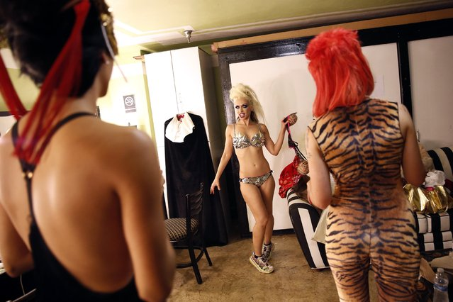 "Burlesque dancer and Lucha VaVoom co-founder Rita D'Albert gets dressed before the Lucha VaVoom ""Night of the Vampire"" performance in Los Angeles, California October 29, 2014. (Photo by Patrick T. Fallon/Reuters)"