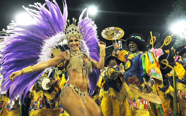 Scheila Carvalho desfilou à frente da bateria da Paraíso de Tuiuti. (Photo by Alexandre Durão/G1)