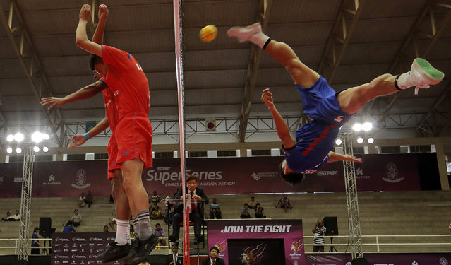Sepak Takraw, ISTAF Super Series Finals Thailand 2014/2015, Nakhon Pathom Municipal Gymnasium, Huyjorake Maung, Nakonprathom, Thailand on October 20, 2015: Thailand's Thawisak Thongsai (R) in action. (Photo by Asia Sports Ventures/Action Images via Reuters)