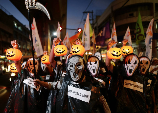 Filipino activists wearing Halloween-themed masks stage a protest march on a street in Manila, Philippines, 29 October 2015. According to a statement from the protesters, they rallied to denounce the upcoming Asia-Pacific Economic Cooperation (APEC) meetings scheduled from 12 to 20 November in Manila. (Photo by Francis R. Malasig/EPA)