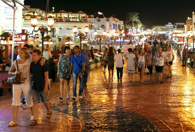 Tourists walk at the walking area of Naama bay in the Red Sea resort of Sharm el-Sheikh, November 7, 2015. Foreign countries did not heed Egypt's calls for greater coordination to fight terrorism and have not shared intelligence with Cairo about the crash of a Russian passenger plane last week, Foreign Minister Sameh Shoukry said on Saturday. (Photo by Asmaa Waguih/Reuters)