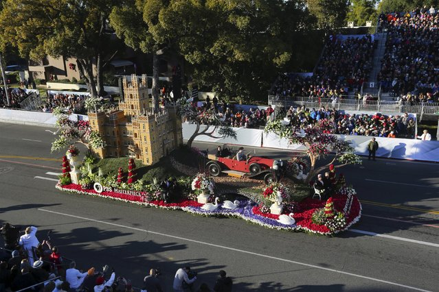 "The Queen's award winner, Public Broadcasting Service's ""Downton Abbey, The Final Adventure"" float, moves through the 127th Rose Parade in Pasadena, California January 1, 2016. (Photo by David McNew/Reuters)"