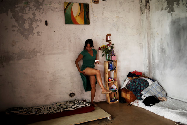 Safira, 25, who is among members of lesbian, gay, bisexual and transgender (LGBT) community, that have been invited to live in a building that the roofless movement has occupied, applies body lotion, in downtown Sao Paulo, Brazil, November 16, 2016. (Photo by Nacho Doce/Reuters)