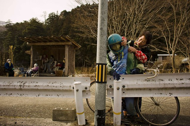 Tsukimi Ayano arranges a scarecrow in the mountain village of Nagoro on Shikoku Island in southern Japan February 24, 2015. (Photo by Thomas Peter/Reuters)