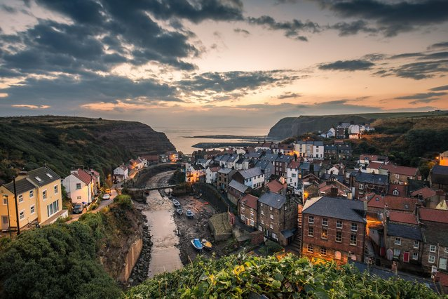 Staithes at dusk, August 26, 2016. (Photo by Dave Zdanowicz/Rex Features/Shutterstock)