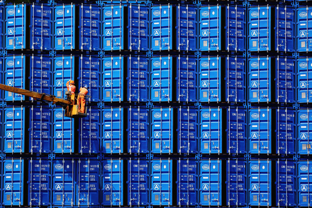 Workers inspect COSCO shipping containers at a container manufacturer in Jinzhou, Liaoning province, China June 15, 2018. (Photo by Reuters/China Daily)