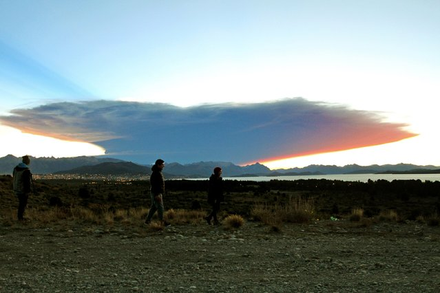 View from the Nahuel Huapi lake, province of Rio Negro, 1570 km southwest of Buenos Aires, of a menacing cloud from the Calbuco volcano in neighbouring Chile, on April 22, 2015. (Photo by Francisco Ramos Mejia/AFP Photo)