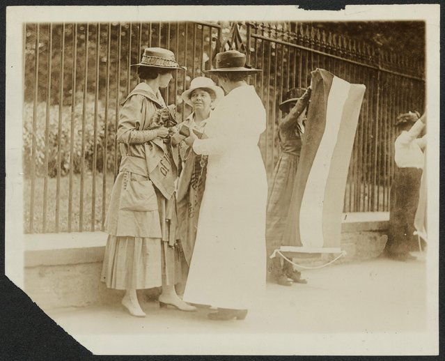 A policewoman (right) arrests Florence Youmans (left) of Minnesota and Annie Arniel of Delaware for refusing to give up their banners while picketing for women's voting rights outside the White House in Washington DC, June 1917, in this Library of Congress handout photo. Arniel was one of the first six suffrage prisoners and served eight separate jail sentences for Watchfire demonstrations. (Photo by Reuters/Bain Collection/Library of Congress)