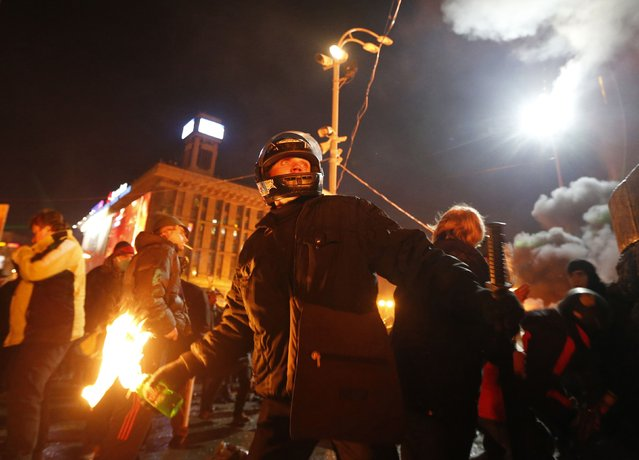 An anti-government protester prepares to throw a petrol bomb during clashes with riot police at Independence Square in Kiev February 18, 2014. Ukrainian riot police advanced on Tuesday onto a central Kiev square occupied by protesters, after at least 14 people died in the worst day of violence since demonstrations erupted against President Viktor Yanukovich 12 weeks ago. (Photo by Vasily Fedosenko/Reuters)