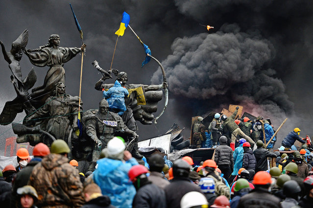 Anti-government protesters continue to clash with police in Independence square, despite a truce agreed between the Ukrainian president and opposition leaders on February 20, 2014 in Kiev, Ukraine. After several weeks of calm, violence has again flared between police and anti-government protesters, who are calling for the ouster of President Viktor Yanukovych over corruption and an abandoned trade agreement with the European Union. (Photo by Jeff J. Mitchell/Getty Images)