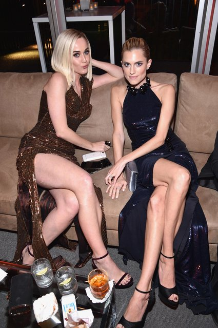 Singer/songwriter Singer Katy Perry (L) and Allison Williams attend the 2017 Vanity Fair Oscar Party hosted by Graydon Carter at Wallis Annenberg Center for the Performing Arts on February 26, 2017 in Beverly Hills, California. (Photo by Kevin Mazur/VF17/WireImage)