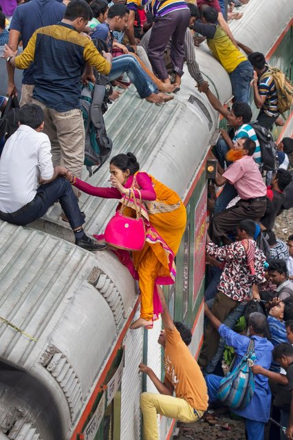 Passengers have to scramble to get a space on the overcrowded train or face missing a trip home. (Photo by Yousuf Tushar/Solent News & Photo Agency)