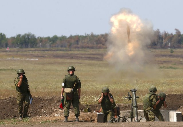 """Russian solders fire an 2S12 """"Sani"""" 120 mm heavy mortar system during the """"Masters of Artillery Fire"""" competition at a range outside Saratov, Russia, August 10, 2015. (Photo by Maxim Zmeyev/Reuters)"""