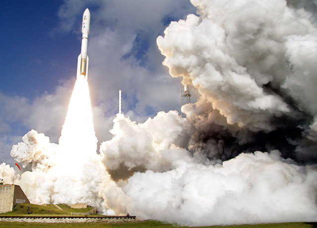 A United Launch Alliance Atlas V rocket carrying NASA's Mars Science Laboratory (MSL) Curiosity rover lifts off from Launch Complex 41at Cape Canaveral Air Force Station in Cape Canaveral, Florida, on November 26, 2011. (Photo by Terry Renna/AP Photo)