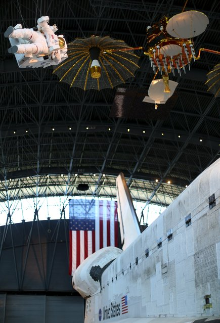 The space shuttle orbiter Discovery (R) is seen on display at the Udvar-Hazy Smithsonian National Air and Space Annex Museum in Chantilly, Virginia August 28, 2015. (Photo by Gary Cameron/Reuters)