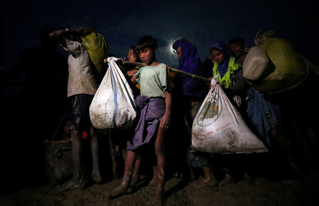 Rohingya refugees continue their journey after crossing the Myanmar-Bangladesh border in Palong Khali, Bangladesh, November 1, 2017. (Photo by Hannah McKay/Reuters)
