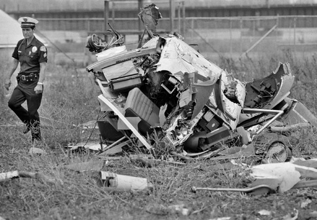 The wreckage of a television news helicopter piloted by former spy pilot Francis Gary Powers lies in a field in Los Angeles, August 1, 1977. Powers and another news person were killed while on assignment for local station KNBC. Powers was the pilot captured by the Soviets in the 1960 U2 spy plane incident. (Photo by Nick Ut/AP Photo)