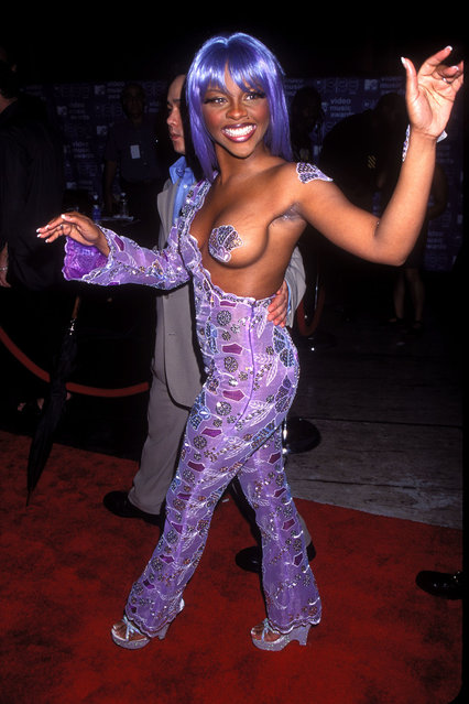 American rapper, actress, and reality television star Lil' Kim arriving at the 1999 MTV Video Music Awards in New York City  (Photo by Vinnie Zuffante/Getty Images)