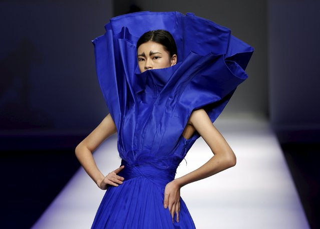 A model presents a creation from ECHO CHEN Collection at China Fashion Week S/S 2016 in Beijing, October 26, 2015. (Photo by Kim Kyung-Hoon/Reuters)
