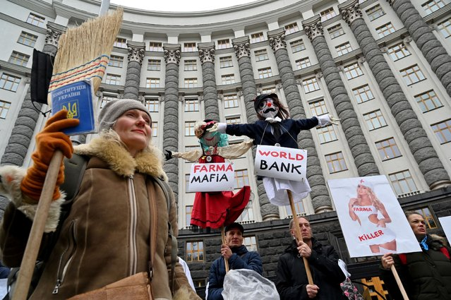 Activists protest against new anti-coronavirus restrictions, which they said will lead to the economy fall and catastrophic rise of unemployment, in front of the Ukrainian Cabinet of Ministers in Kiev on October 21, 2020. (Photo by Sergei Supinsky/AFP Photo)