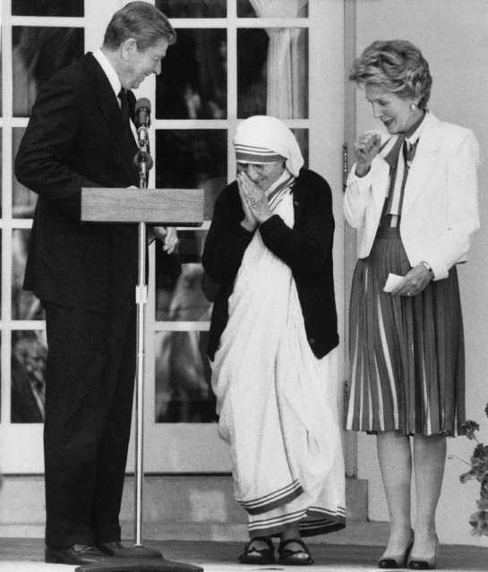 President Ronald Reagan and first lady Nancy Reagan welcome Mother Teresa, founder of the Missionaries of Charity in Calcutta, India, to the White House in Washington on Thursday, June 20, 1985 where she received the Medal of Freedom. (Photo by Barry Thumma/AP Photo)