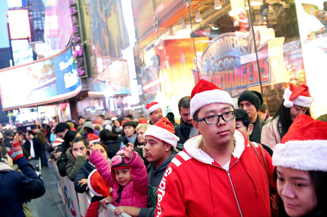 Customers wait in line to enter Toys R Us in Times Square on Thanksgiving evening for early Black Friday sales on November 26, 2015 in New York City. (Photo by Yana Paskova/Getty Images)