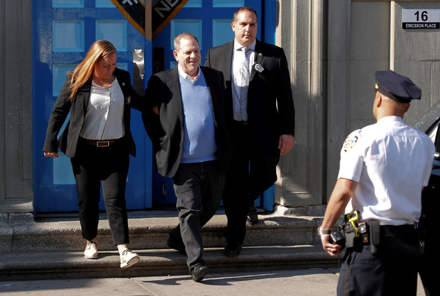 Film producer Harvey Weinstein leaves the 1st Precinct in Manhattan in New York, U.S., May 25, 2018. Weinstein was arrested and charged Friday with rape and other s*x crimes involving two separate women, New York police announced shortly after the fallen Hollywood mogul surrendered to authorities. (Photo by Mike Segar/Reuters)
