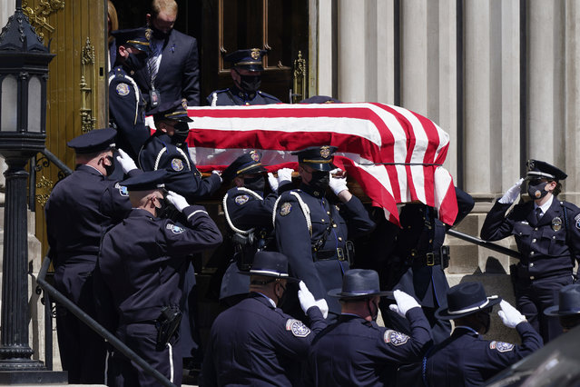 The casket carrying the body of fallen Boulder, Colo., Police Department officer Eric Talley is carried by a Denver Police honor guard to a waiting hearse after a service at the Cathedral Basilica of the Immaculate Conception Monday, March 29, 2021, in Denver. Talley and nine other people were killed on Monday, March 22, during a mass shooting at a grocery store in Boulder. (Photo by David Zalubowski/AP Photo)